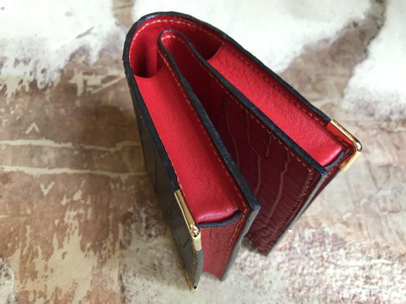 クロコダイル二つ折り財布