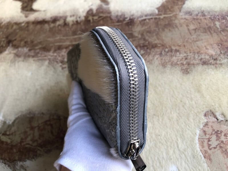 クロコダイル、アザラシと天然石の長財布